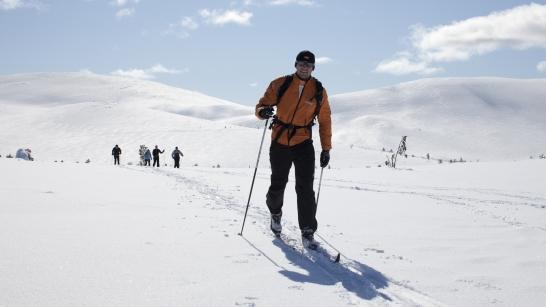 Hiihtäjiä ja hiihtelijöitä